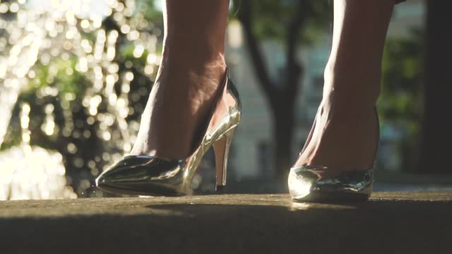 Video Stylish Against Shoes Heels Silver On High The Fountains Stock 8mn0vywON