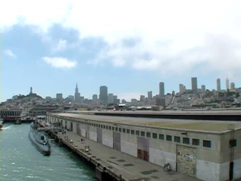 vídeos de stock e filmes b-roll de sub-na cidade - embarcação comercial