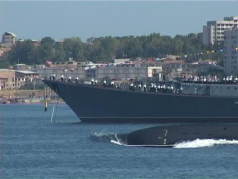 submarine goes to sea video