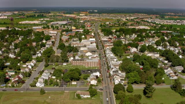 vídeos de stock, filmes e b-roll de aérea área suburbana - subúrbio
