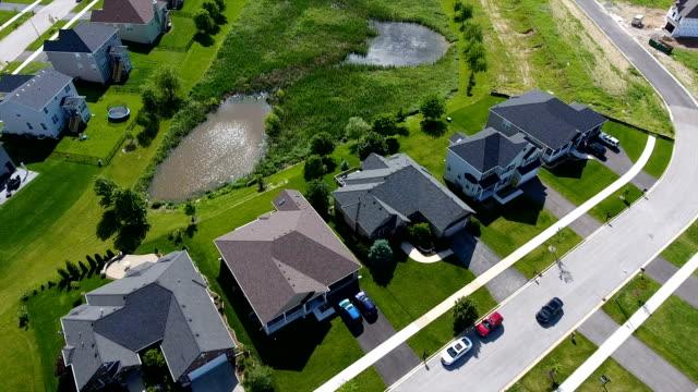 suburban houses pond - staw woda stojąca filmów i materiałów b-roll