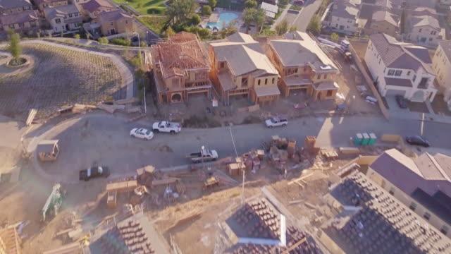 suburban housing development at golden hour - aerial view - osiedle mieszkaniowe filmów i materiałów b-roll