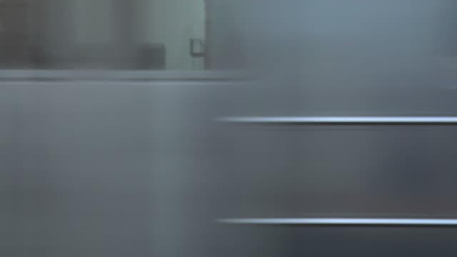 metropolitana di new york. passa - passare davanti video stock e b–roll