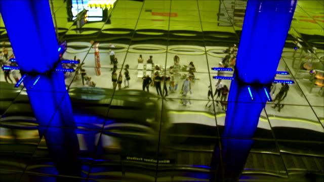 subway station mirrored ceiling - munich train station bildbanksvideor och videomaterial från bakom kulisserna