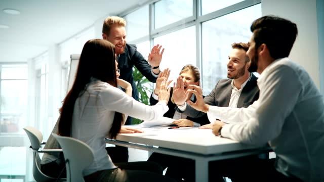 成功した enterprenours およびビジネス人々 ビデオ