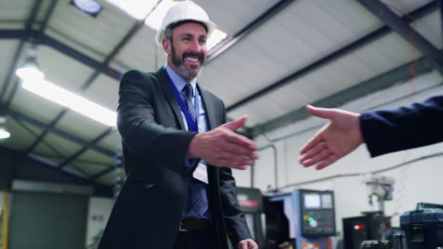 stockvideo's en b-roll-footage met succes en vertrouwen gaan hand in hand - partnership