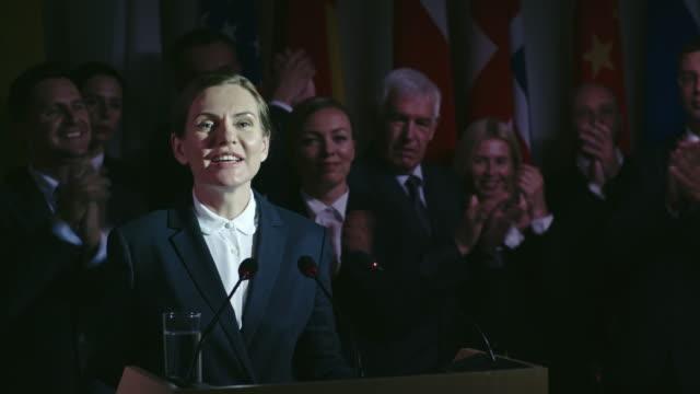 女性政治家の成功キャンペーン - 政治家点の映像素材/bロール