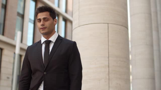 stockvideo's en b-roll-footage met succesvolle advocaat - four lawyers