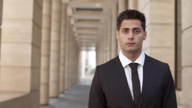 stockvideo's en b-roll-footage met succesvolle zelfverzekerde advocaat - four lawyers