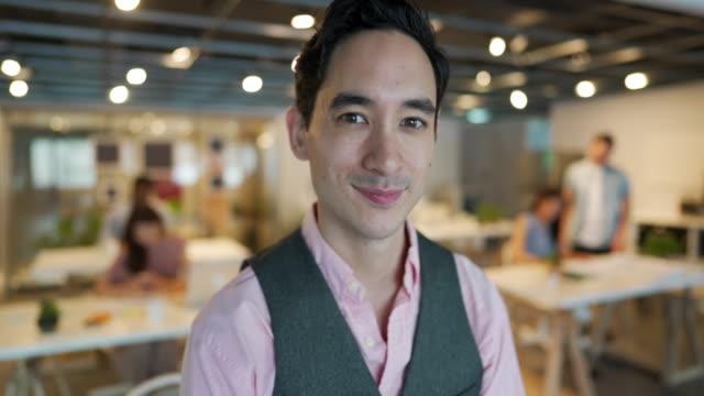 成功した若い起業家 - プロジェクトマネージャー点の映像素材/bロール