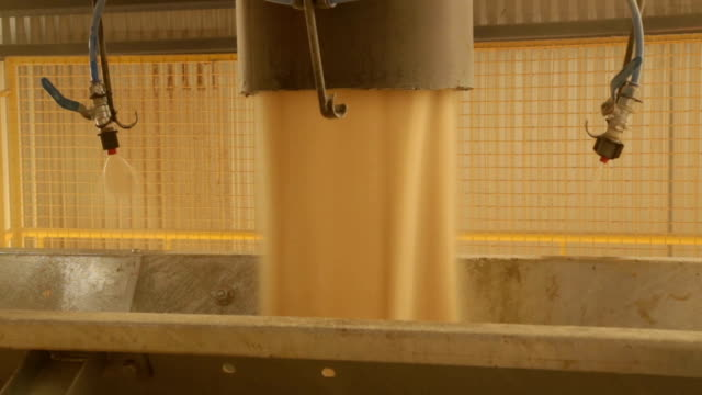 vídeos de stock e filmes b-roll de sugar factory industry line production cane process - açúcar