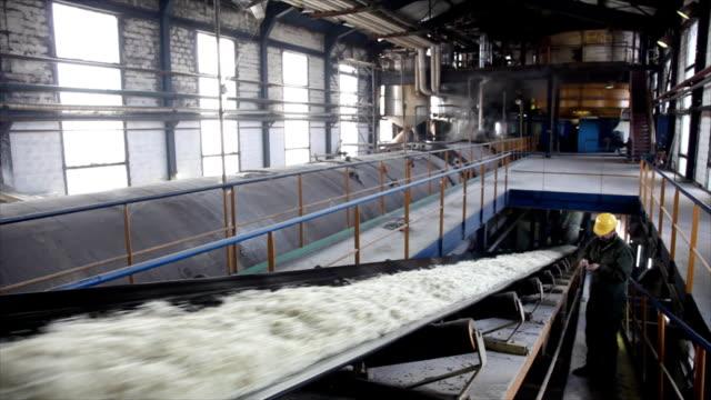 sugar factory - zucker stock-videos und b-roll-filmmaterial
