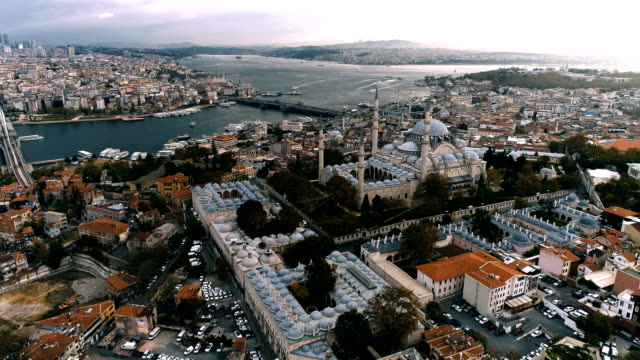 suleymaniye mosque istanbul aerial drone shot at daylight - suleyman the magnificent - stambuł filmów i materiałów b-roll