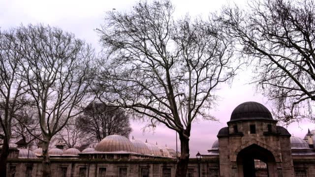 vídeos de stock, filmes e b-roll de mesquita de suleymaniye, istambul, turquia - característica arquitetônica