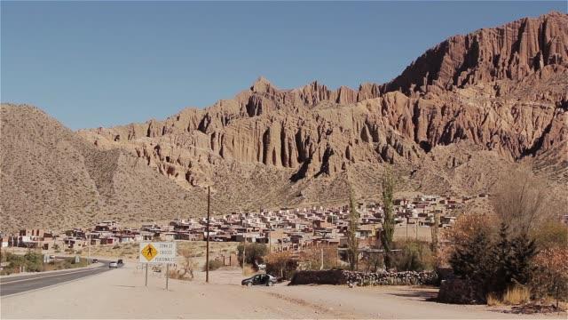 vídeos y material grabado en eventos de stock de sumaj pacha, un pequeño pueblo del altiplano argentino. - norte