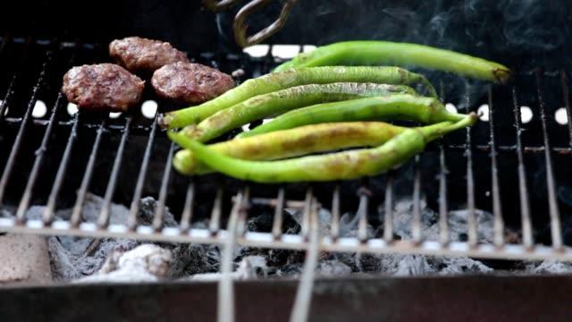 summer bbq grill meetballs and long green pepper - abbrustolito video stock e b–roll
