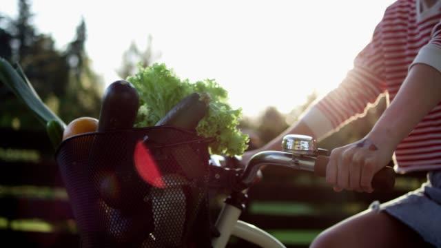 夏の自転車に乗る。 - 籠点の映像素材/bロール
