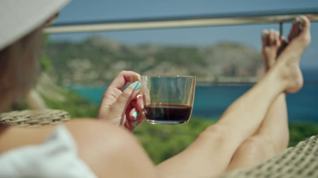 Verano de café en una terraza - vídeo