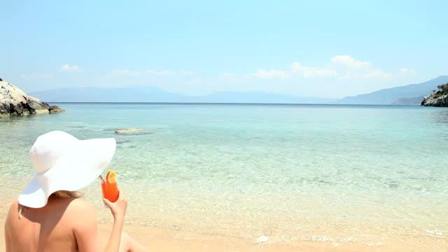 stockvideo's en b-roll-footage met summer destination - 25 29 jaar