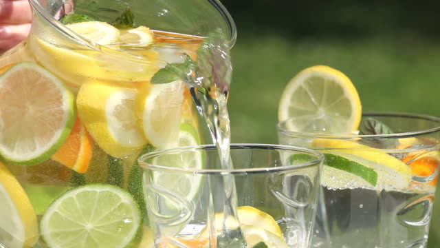 sommer-drink - henkelkrug stock-videos und b-roll-filmmaterial