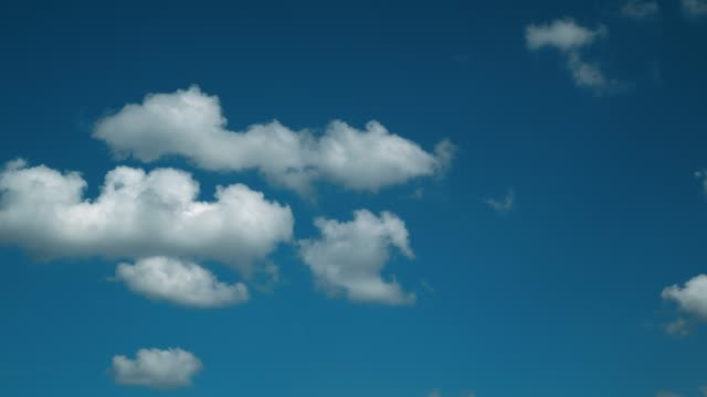 summer light clouds on a blue sky. - поститься стоковые видео и кадры b-roll