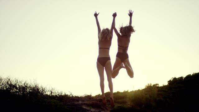 stockvideo's en b-roll-footage met zomer geluk - rocks sea