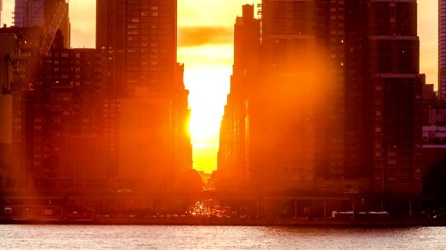 Sun setting on 34th St in NYC Manhattanhenge video
