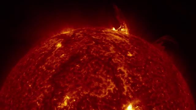 太陽表面動畫。美國宇航局公共領域圖像 - 水平面角度 個影片檔及 b 捲影像