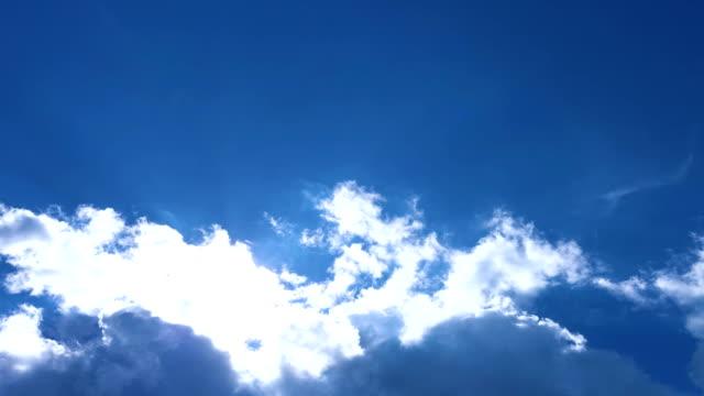 sun through the clouds - comparsa video stock e b–roll