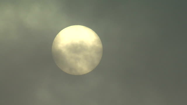 stockvideo's en b-roll-footage met sun time lapse with passing fog in front, 1080p - fresh start yellow