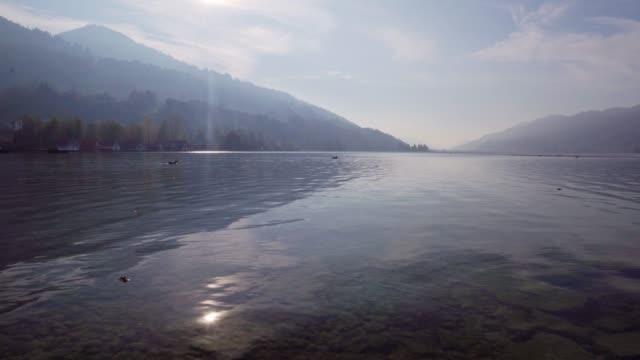 solnedgången vid sjön alpsee i allgäu-alperna - stillsam scen bildbanksvideor och videomaterial från bakom kulisserna