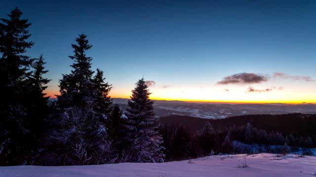 日没の時間経過で冬の山 - 霜点の映像素材/bロール