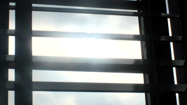 światło słoneczne za żaluzje - store filmów i materiałów b-roll