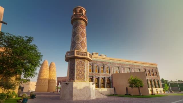 vidéos et rushes de panorama de construction nationale de la ville journée ensoleillée doha 4 temps k caduc qatar - doha