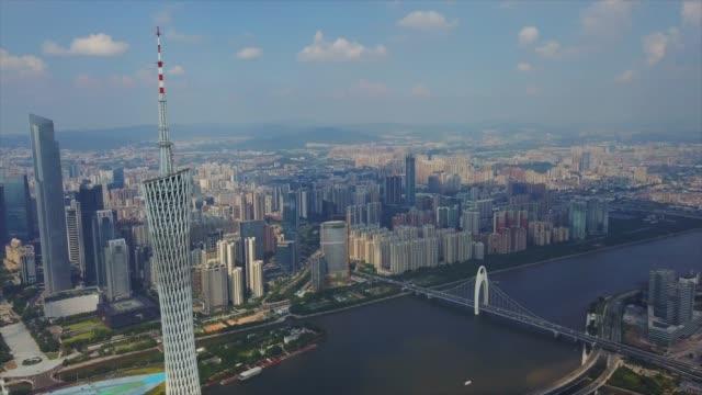 vídeos de stock, filmes e b-roll de dia de sol guangzhou liede ponte pérola do rio cantão torre panorama aéreo superior 4k china - característica arquitetônica