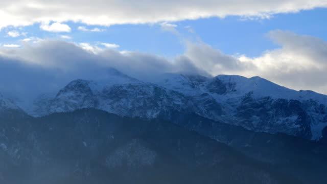 güneşli bir günde tatra dağları - zakopane stok videoları ve detay görüntü çekimi