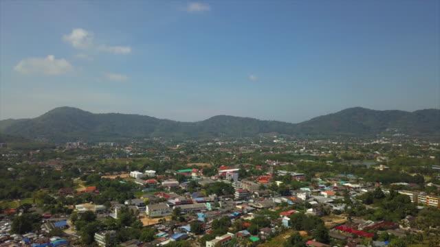 solig dag phuket ö stadsbilden kusten antenn panorama 4k thailand - indiska oceanen bildbanksvideor och videomaterial från bakom kulisserna