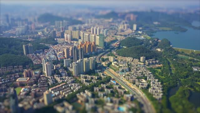 晴れた日深セン市街並みリビングブロック空中パノラマ4kチルトシフト中国 - 広東省点の映像素材/bロール