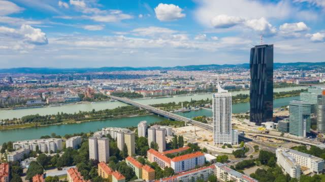 journée ensoleillée vienna ville du centre-ville riverside panorama aérien 4k timelapse autriche - Vidéo