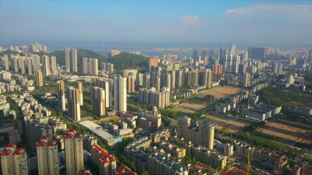 晴れた日珠海都市の景観空中パノラマ 4 k 中国 - 広東省点の映像素材/bロール