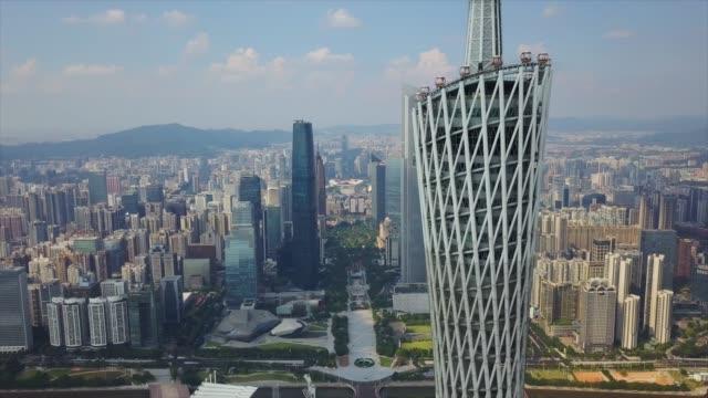 日当たりの良い広州都市の景観カントン タワー側正方形空中ダウンタウン 4 k 中国を閉じる - 中国 広州市点の映像素材/bロール