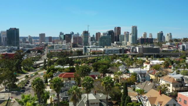 sunny san diego havadan görünüm - şehir merkezi stok videoları ve detay görüntü çekimi