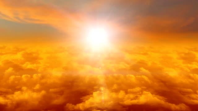 vídeos de stock, filmes e b-roll de mosca do avião de ar do nascer do sol - só céu