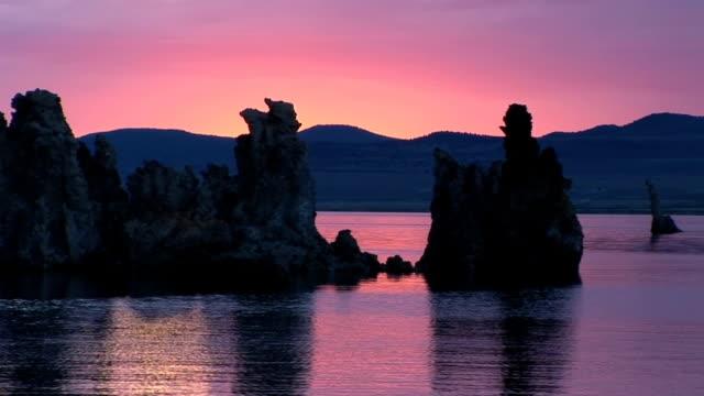 vidéos et rushes de coucher de soleil sur le lac mono - lac salé