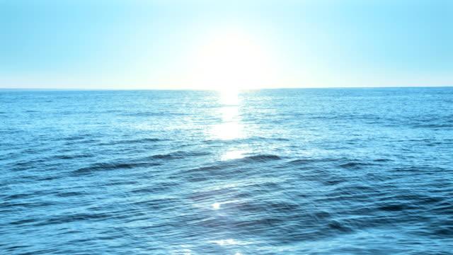 восход солнца в море, петли - волна стоковые видео и кадры b-roll