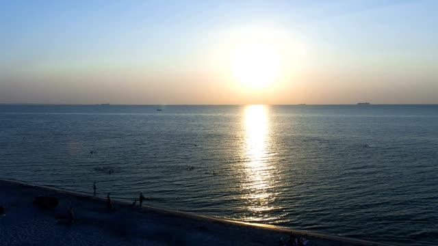 stockvideo's en b-roll-footage met sunrise at sea time lapse - horizon over water