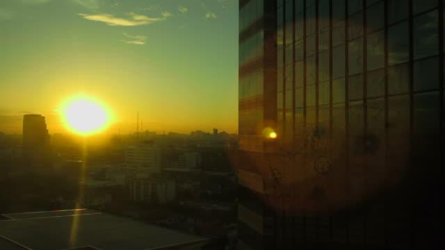 夜明けの建物 ビデオ