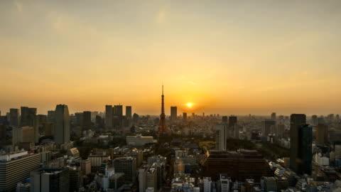vidéos et rushes de lever du soleil à l'horizon de ville tokyo - japon