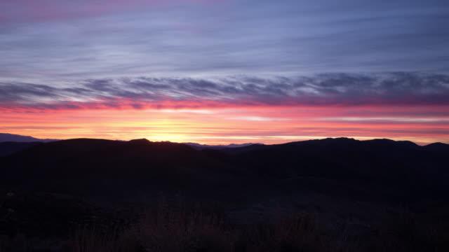 soluppgång från dante's view, österut - death valley national park - time lapse - pink sunrise bildbanksvideor och videomaterial från bakom kulisserna