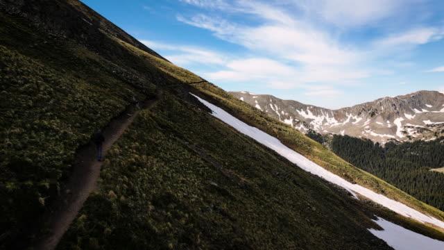 soluppgång vandringsled högt i södra klippiga bergen - klippiga bergen bildbanksvideor och videomaterial från bakom kulisserna